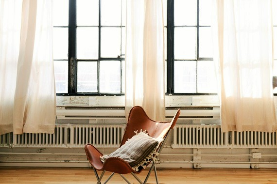 chair photo, empty house photo